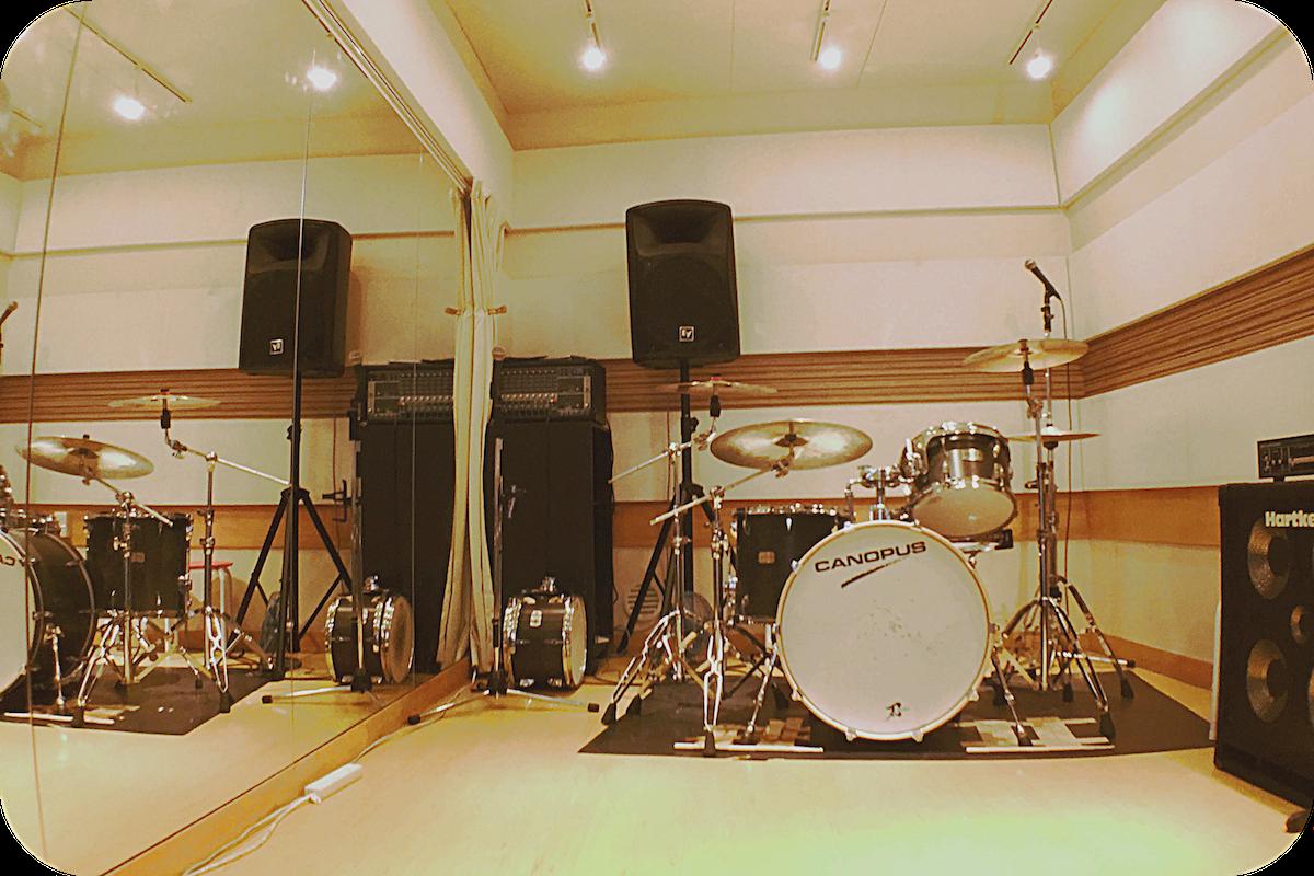 キーボードレス3ピースバンドに最適! 調音抜群でボーカルも聴きやすい! 約10帖 天井高2650mm
